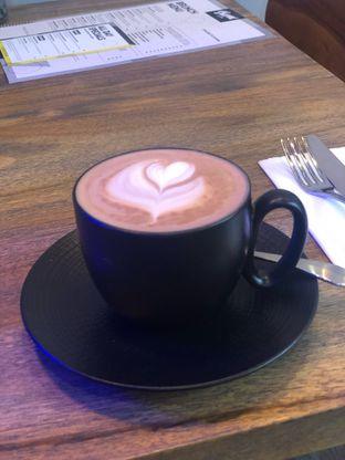 Foto 3 - Makanan(Flat White) di Burns Cafe oleh Budi Lee