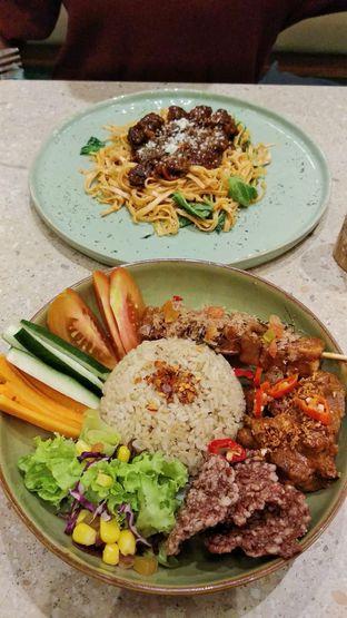 Foto - Makanan di Burgreens Eatery oleh IG: biteorbye (Nisa & Nadya)