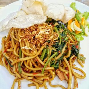 Foto 1 - Makanan(Mie Kangkung Terasi) di Alpukat Bistro oleh duocicip
