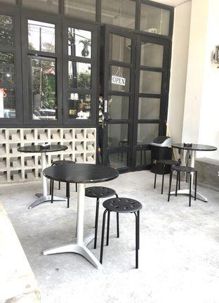 Foto 2 - Interior di Meneed Coffee Cuts oleh Prido ZH