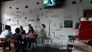 Foto 5 - Interior di Identic Coffee oleh Selfi Tan