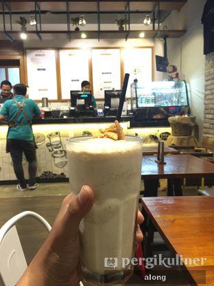 Foto 1 - Makanan(White Vanilla Regal) di Communal Coffee & Eatery oleh #alongnyampah