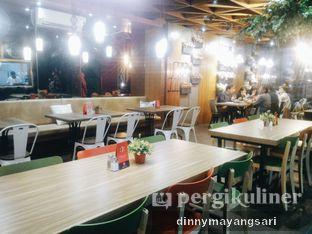 Foto 10 - Interior di De Cafe Rooftop Garden oleh dinny mayangsari