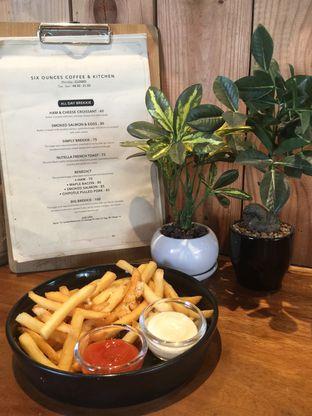 Foto 1 - Makanan(Truffle Fries) di Six Ounces Coffee oleh Ardelia I. Gunawan