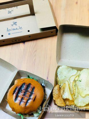 Foto 7 - Makanan(Truffle bomb burger) di Animale Restaurant oleh Sienna Paramitha
