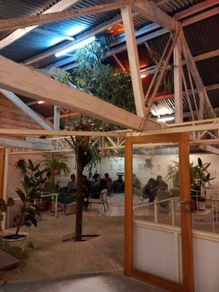 Foto 5 - Interior di Monday Coffee oleh Widya WeDe
