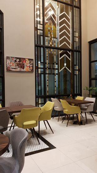 Foto 7 - Interior di Savannah Cafe & Resto oleh Avien Aryanti