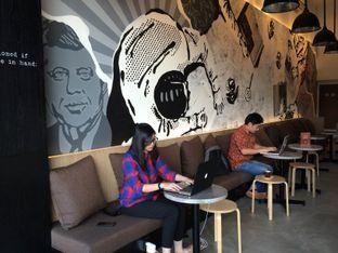 Foto 3 - Interior di Coffeedential Roastery & Dessert oleh Buncit Foodies