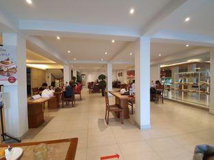 Foto 6 - Interior di Bon Ami Restaurant & Bakery oleh Amrinayu