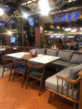 Foto 9 - Interior di Pish & Posh Cafe oleh feedthecat