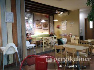 Foto 4 - Interior di Es Teler 77 oleh Jihan Rahayu Putri