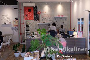 Foto 13 - Interior di Toko Kopi Roompi oleh Darsehsri Handayani