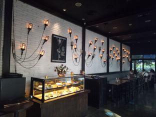 Foto 5 - Interior di De Luciole Bistro & Bar oleh Namira