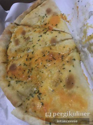 Foto 1 - Makanan di Master Cheese Pizza oleh bataLKurus