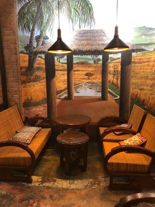 Foto 3 - Interior di Ayam Bakar Tujuh Saudara oleh Riani Rin