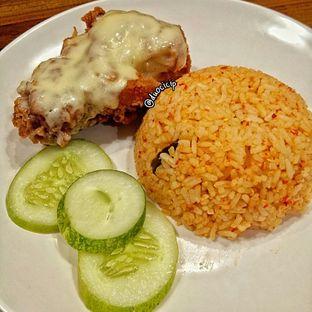 Foto 1 - Makanan(Ayam Goreng Melted Mozzarella) di Sambal Khas Karmila oleh felita [@duocicip]