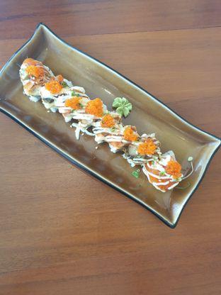Foto 3 - Makanan(Dragon Roll) di Housaku Sushi & Bento oleh Henny Adriani