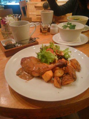 Foto 1 - Makanan(Rosemary Roasted Chicken) di Hummingbird Eatery oleh Fadhlur Rohman
