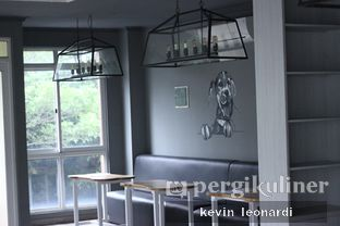 Foto 5 - Interior di Paws & Tails Dog Cafe oleh Kevin Leonardi @makancengli