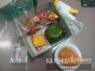 Foto 2 - Makanan(ikan bumbu tahu tempe orek sayur arem sambel) di Sunda Prasmanan Cikajang oleh Vera Arida
