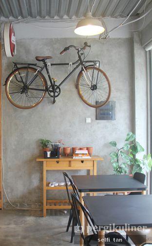 Foto 2 - Interior di Pomato Coffee oleh Selfi Tan
