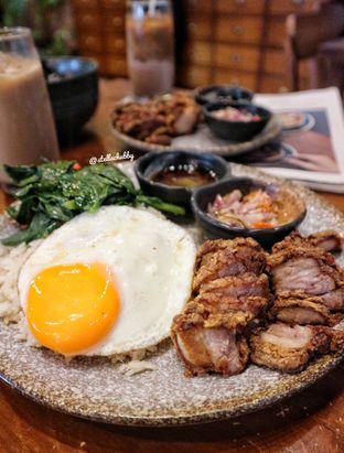 Foto 1 - Makanan(Pork chop sambal matah) di Ombe Kofie oleh Stellachubby