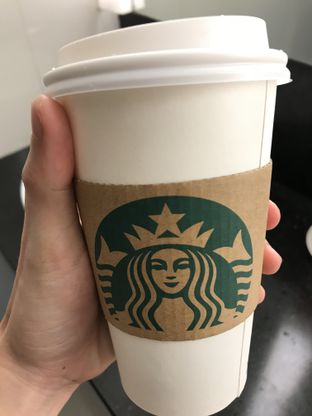 Foto 1 - Makanan di Starbucks Coffee oleh Vicky Angdi