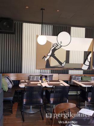 Foto 5 - Interior di Greyhound Cafe oleh UrsAndNic
