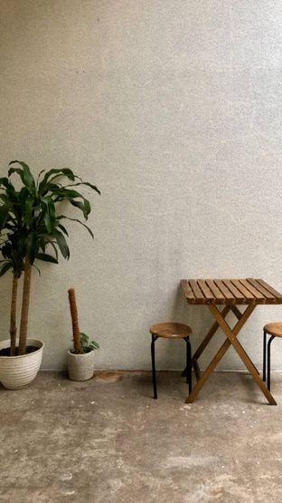 Foto 5 - Interior di Komune Cafe oleh kdsct