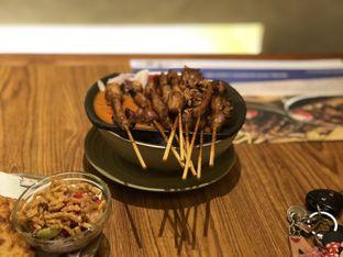 Foto 3 - Makanan(Sate Ayam Bumbu Blora) di Sate Khas Senayan oleh Nesyaa