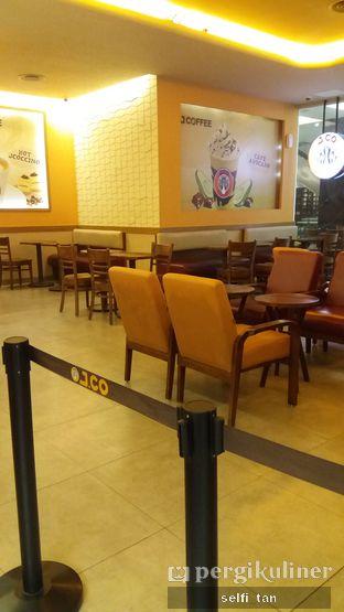 Foto 6 - Interior di J.CO Donuts & Coffee oleh Selfi Tan