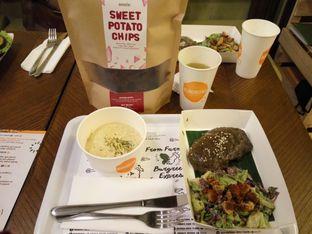 Foto 5 - Makanan(Burgreens Steak served with mashed  potacauli) di Burgreens Express oleh Clara Yunita