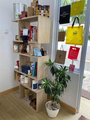 Foto 14 - Interior di Those Between Tea & Coffee oleh Jeljel