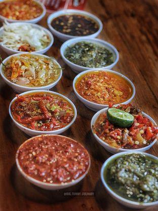 Foto 1 - Makanan di Sambal Khas Karmila oleh Ken @bigtummy_culinary
