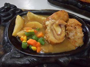 Foto 1 - Makanan(Chicken cordon bleu) di Waroeng Steak & Shake oleh Nom Nom