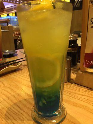 Foto 4 - Makanan(Blue Lychee Mocktail) di Sushi Tei oleh dinaaraisa