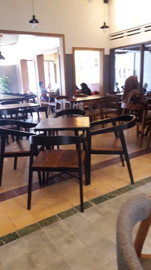 Foto 4 - Interior di Coffee Toffee oleh Nadia Indo