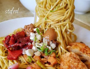 Foto - Makanan(Bakmi Komplit) di Bakmie Aloi oleh Stanzazone