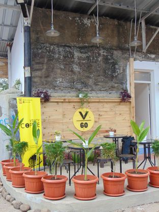 Foto 8 - Interior di VSIXTY COFFEE oleh Kuliner Addict Bandung