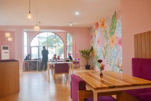 Foto 3 - Interior di Kullerfull Coffee oleh IG: biteorbye (Nisa & Nadya)