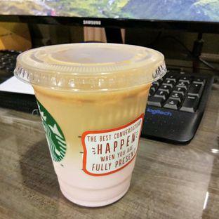 Foto - Makanan(pink macchiato) di Starbucks Coffee oleh Komentator Isenk
