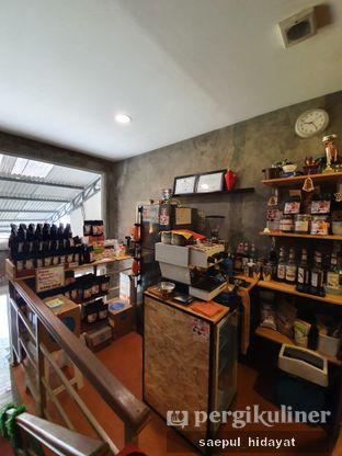 Foto 10 - Interior di 9 Cups Coffee oleh Saepul Hidayat