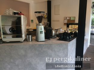 Foto 5 - Interior di Simetri Coffee Roasters oleh Shella Anastasia
