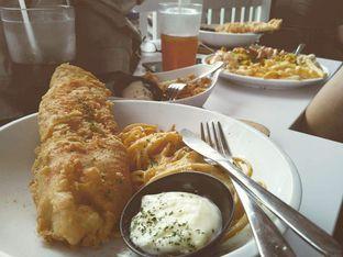 Foto 1 - Makanan(Fish & Chips With Creamy Sauce (IDR 37k) ) di Fish Streat oleh Renodaneswara @caesarinodswr