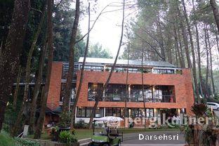 Foto 4 - Eksterior di The Lake House - Pesona Alam Sedayu Hotel oleh Darsehsri Handayani