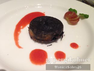 Foto 2 - Makanan(molten chocolate) di Saffron Restaurant - Hotel Four Points by Sheraton oleh Monica Sales