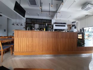 Foto 3 - Interior di Emji Coffee Bar oleh Tukang Ngopi
