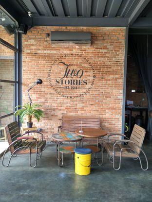 Foto review Two Stories oleh D L 9