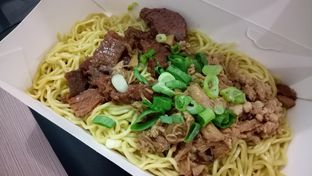 Foto 2 - Makanan(Mie special) di Bakmie Aloi oleh maysfood journal.blogspot.com Maygreen