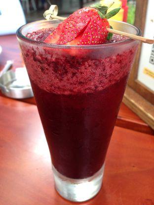 Foto 4 - Makanan(Blueberry Juice) di Miss Bee Providore oleh awakmutukangmakan